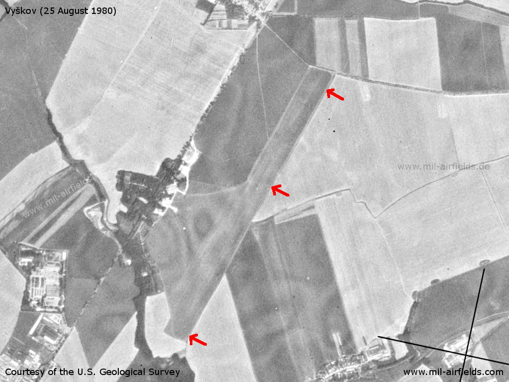 1980-08-01-vyskov-airfield.jpg