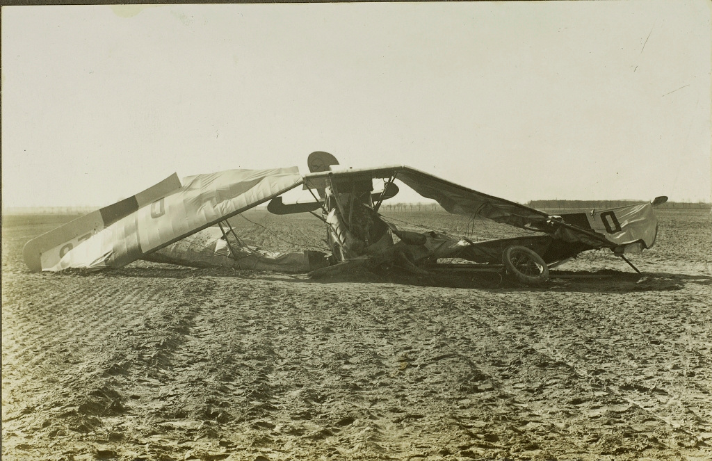 Crash landing of AEG JII K, D 26 of Deutsche Aero Lloyd