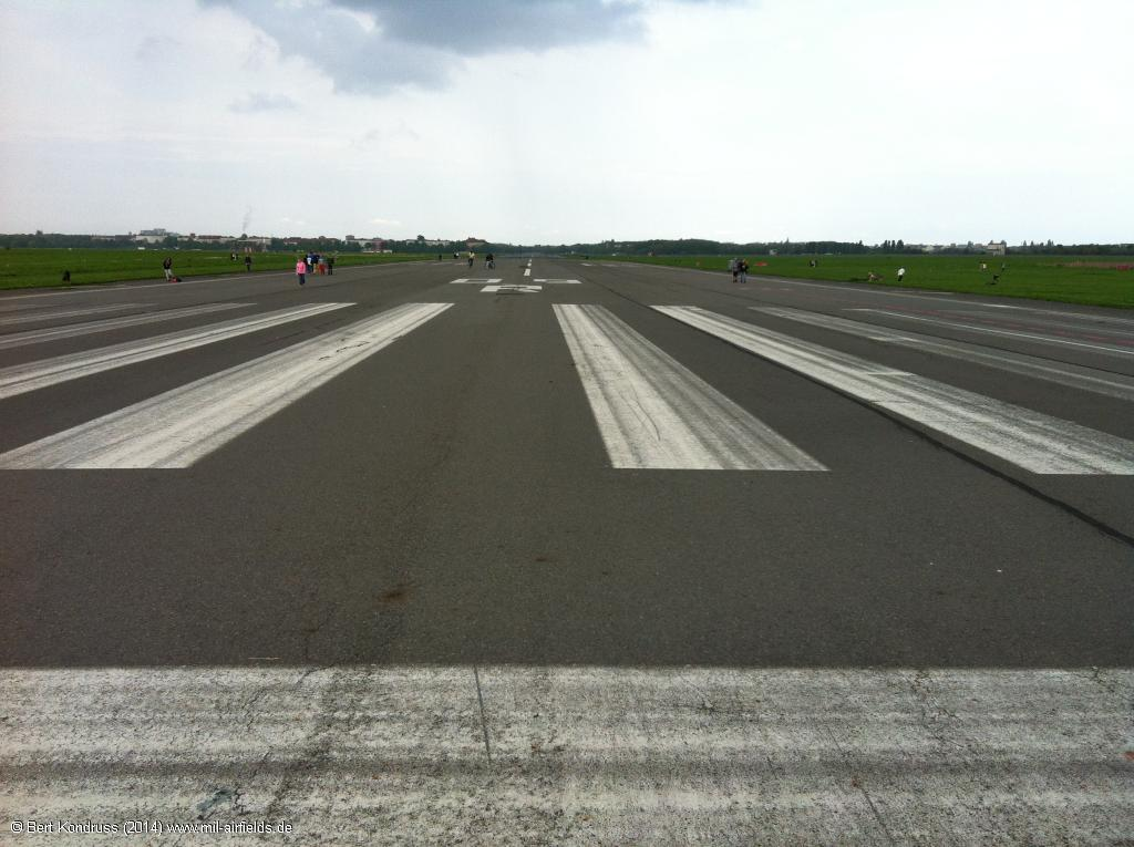 Runway 09R