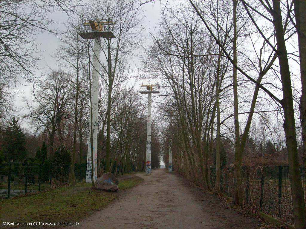 Berlin-Tempelhof: Approach light system