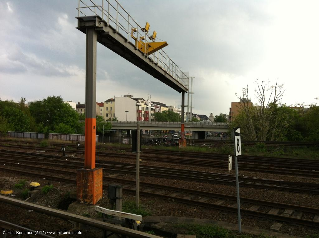 Approach lights over the railroad