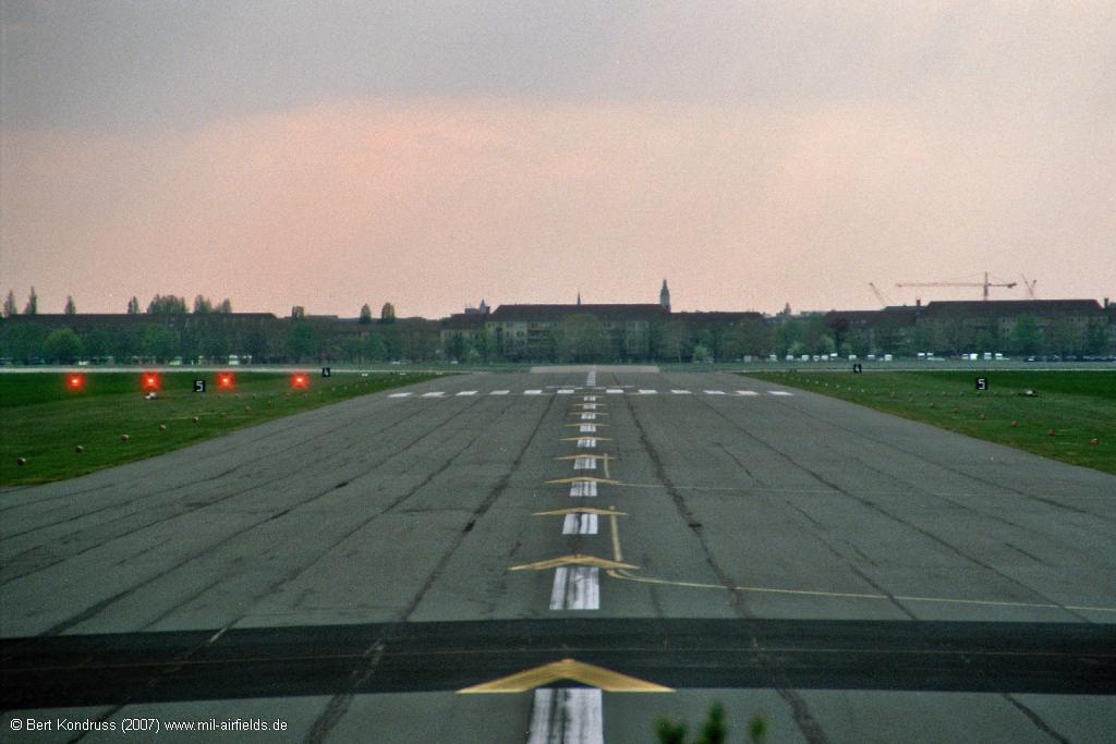 Runway 27R with PAPI lights