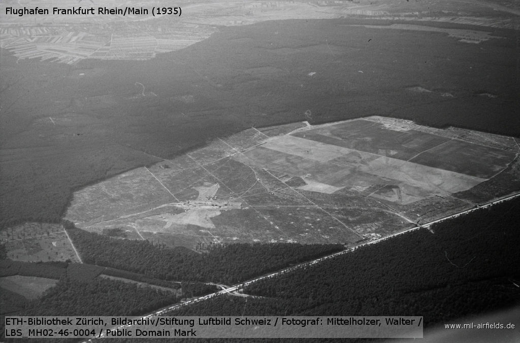 Aerial picture: Construction of the airship hangar Frankfurt Rhein/Main (1935)