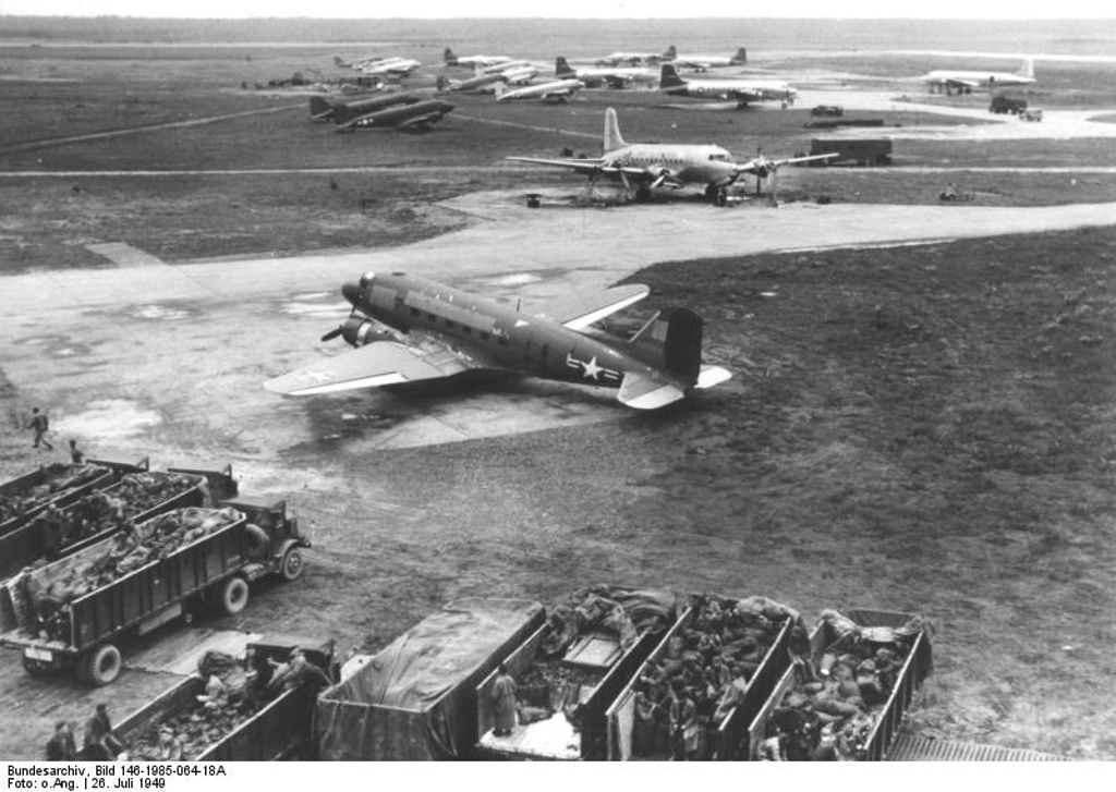 USAF aircraft at Frankfurt Rhein/Main airport during the Berlin Airlift in 1949