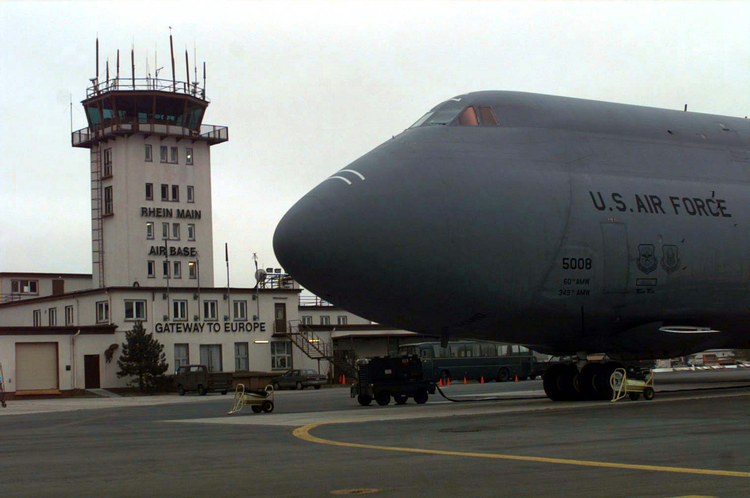C-5 Galaxy, Base Operations und Kontrollturm Frankfurt Rhein/Main