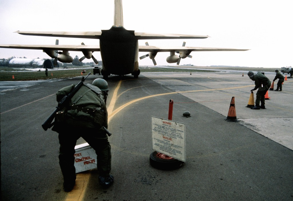 Offloading simulated nuclear cargo from a C-130 Hercules in Hahn.
