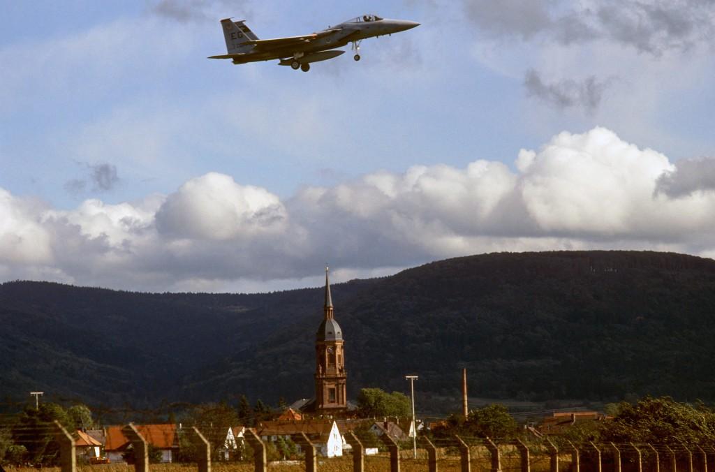 Flugzeug F-15 Eagle der 58 TFS im Anflug auf den Flugplatz Lahr