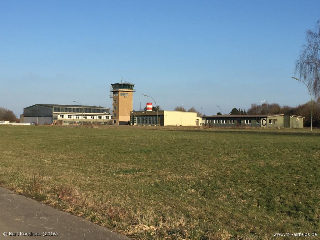 Fliegerhorst Leipheim Kontrollturm und Gebäude