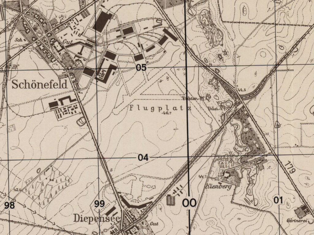 Map of Berlin Schoenefeld Airfield with Henschel Flugzeugwerke (HFW)