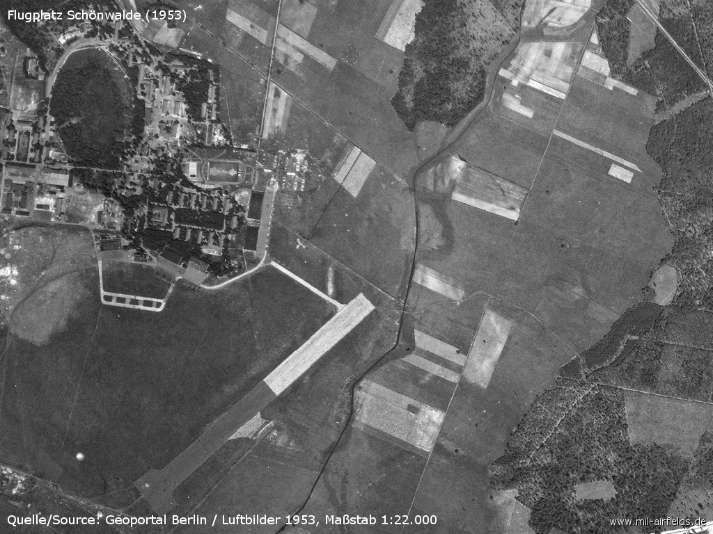 Aerial picture from 1953 with barracks and airfield