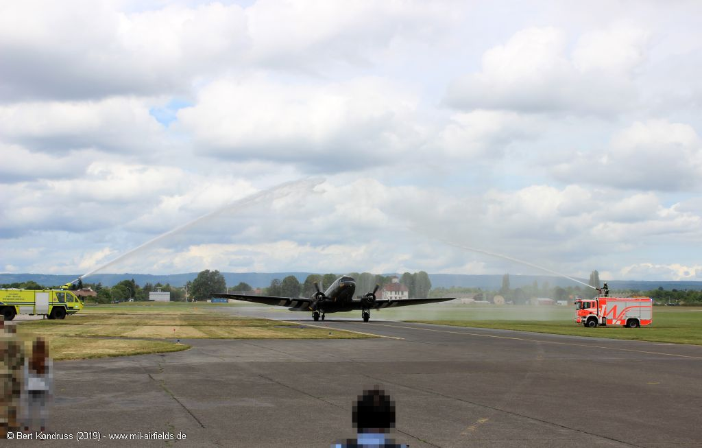Water salute for the C-47A Skytrain N74589